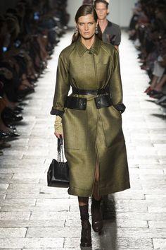 View the complete Bottega Veneta Spring 2017 collection from Milan Fashion Week.