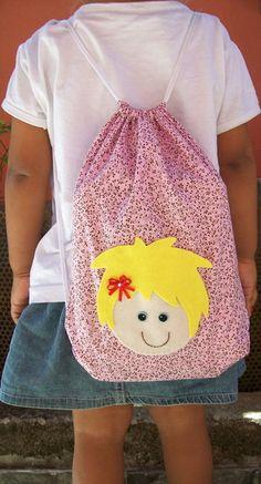 Mochila em tecido 100% algodão com apliques em feltro menino menina,ótima opção de lembrancinha.    TAM. 25X30