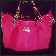 So simple yet so elegant ,love the coach purse bags! $39.99 #Coach #Purse