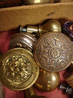 door knobs - just need shades of lovely Door Knobs And Knockers, Vintage Door Knobs, Antique Door Knobs, Vintage Doors, Antique Hardware, Knobs And Handles, Knobs And Pulls, Door Handles, Gate Hardware