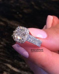 This unique design is to die for. Custom made by @Venaamors Follow them for more beautiful diamonds & jewelry. @venaamors