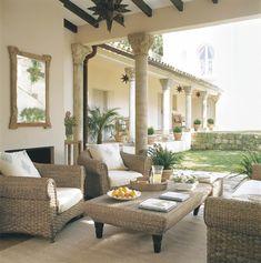 00167469. Porche con muebles de fibras y cojines blancos_00167469