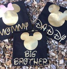 Juego camisas familiares son siempre diversión ~ estas camisetas son perfectas para vacaciones, fiestas de cumpleaños, fotos y otros eventos de Disney ~ camisas se hacen usando una camiseta unisex negra y el vinilo de transferencia de calor en oro y rosa ~ otros colores están