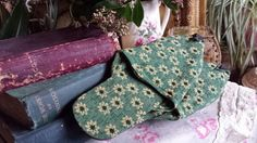 Vintage Pair Green and Gold Brocade Aladdin s Slippers