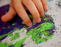 pintura, aceite corporal y purpurina