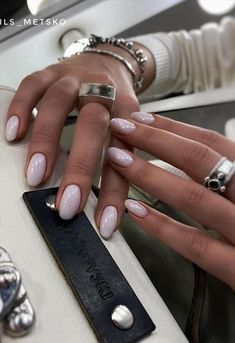 How To Do Chic Natural Short nails Design For Summer Nails - Latest Fashion Trends For Woman - Allerecipe Natural Almond Nails, Almond Gel Nails, Short Natural Nails, Short Almond Nails, Natural Acrylic Nails, Almond Nails Designs, Almond Shape Nails, Nails Shape, Short Rounded Acrylic Nails