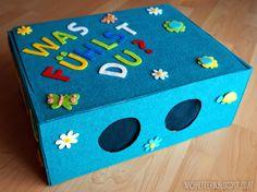 Ein witziges Spiel für den Kindergeburtstag, das die Sinne der kleinen Gäste schärft. Was auch immer in der Fühlbox versteckt wird, die Kinder müssen es ertasten! #Kinderparty #Partyspiel #Spielidee