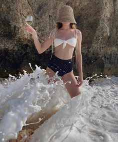 protect the wine at all costs Fashion Poses, Fashion Art, Fashion Beauty, Fashion Outfits, Summer Skin, Romper Pants, How To Pose, Looks Style, Beach Babe