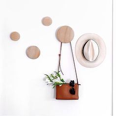 Fixa fint med The Dots, formgivna av Tveit &Tornøe för Muuto Scandi Bedroom, Wall Design, House Design, Childrens Bathroom, New Nordic, The Way Home, Danish Design, Wall Colors, Scandinavian Design