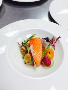 Salmon mi cuit Michelin Food, Gourmet Recipes, Cooking Recipes, Fancy Dishes, Food Garnishes, Food Decoration, Fabulous Foods, Food Design, Food Presentation