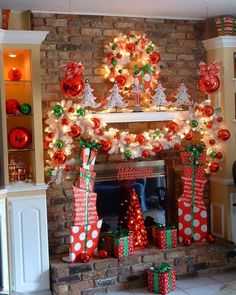35 Beautiful Christmas Mantels - Christmas Decorating - love how the packages stand either side of the tree Christmas Fireplace, Christmas Mantels, Primitive Christmas, Christmas Wreaths, Grinch Christmas, Winter Christmas, Christmas Home, Christmas Crafts, Christmas Ideas