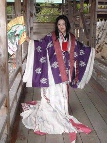 A woman wearing junihitoe.