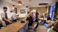 En av Oslos aller beste restauranter er ikke redd for å leke med maten. Conference Room, Oslo, Restaurant, Table, Furniture, Scandinavian, Home Decor, Places, Decoration Home