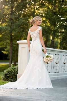 Mermaid Wedding Gown Style Modern Lace Mermaid Wedding Dress by Stella York. This modern lace mermaid wedding dress from designer Stella York takes traditional bridal fashion and gives it a much-loved twist! Wedding Dress Pictures, Sexy Wedding Dresses, Wedding Dress Shopping, Bridal Dresses, Fit And Flare Wedding Dress, Lace Mermaid Wedding Dress, Mermaid Dresses, Bridal Lace, Stella York Wedding Gowns
