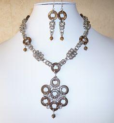 "Parure ""Princesse tribale"" en acier, bois de coco et oeil de tigre/Jewelry ornament ""Tribal Princess"" in steel, wood and tiger eye"