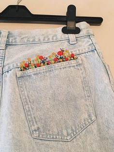 Simple Embroidery Designs, Hand Embroidery Art, Embroidery On Clothes, Embroidered Clothes, Cross Stitch Embroidery, Embroidery Patterns, Jean Embroidery, Embroidery Stitches Tutorial, Diy Broderie