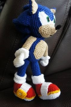 Sonic the Hedgehog - an altered version of http://wolfdreamer-oth.blogspot.com/2010/02/sonic-plushie.html
