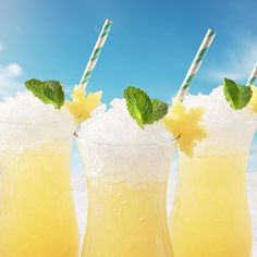 Discover how to make a Malibu Cranberry Lemonade drink. An easy recipe for a refreshing coconut rum drink with Malibu rum, cranberry juice and lemon soda, garnished with a lemon wedge. Pina Colada Recipe Malibu Rum, Malibu Rum Drinks, Coconut Rum Drinks, Malibu Coconut, Coconut Water, Drink Rum, Mix Drinks, Party Drinks, Yummy Drinks