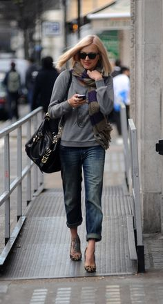 AG Jeans Style  fearne_cotton_grey_sweater_bag.jpg 968×1,805 pixels
