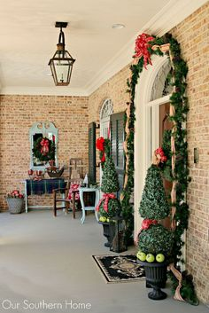 Our Southern Home | Christmas Porch | http://www.oursouthernhomesc.com