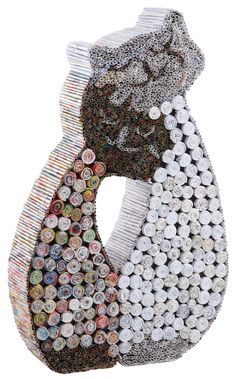 Oh les jolis chats ! En plus ils sont originaux, puisque ces chats sont réalisés en papier recyclé. Craquez pour ces petits minous !