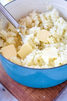 Making creamy mashed potatoes is easy with this step by step tutorial. All my best tips and tricks for perfect mashed potatoes every time. Perfect Mashed Potatoes, Russet Potatoes, I Am Awesome, Food And Drink, Vegetarian, Foods, Drinks, Ethnic Recipes, Tips