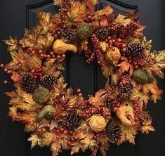 Jesenný veniec na dvere na 45 spôsobov. Ktorý by ste si vybrali vy? - sikovnik.sk Farmhouse Fall Wreath, Farmhouse Front, Rustic Farmhouse, Wedding Jobs, Fall Wedding, Gather Wood Sign, Fall Wood Signs, Creative Pumpkins, Fall Door Decorations