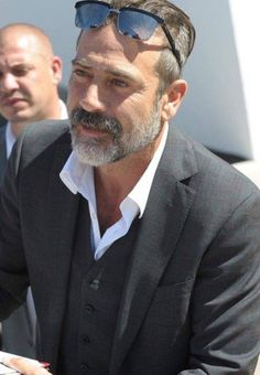 We are still Negan — His Cannes look always turns me into a puddle… 🤤 Jeffry Dean Morgan, John Winchester, Mr Perfect, Handsome Prince, Grown Man, Daryl Dixon, Cute Guys, Sexy Men, Hot Men