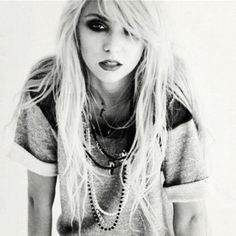 Taylor Momsen, the pretty reckless, and black and white Bild Taylor Momsen Style, Taylor Michel Momsen, Pretty Reckless, Look Rock, Alexa Chung, Steam Punk, Pretty People, Beautiful People, Beautiful Ladies