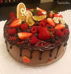 Čokoládová torta s ganache polevou a ovocím - recept Cheesecake, Deserts, Food, Anna, Desserts, Meal, Cheesecakes, Essen, Hoods