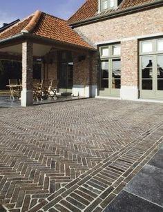 Side of driveway landscape bricks 52 Ideas for 2019 Driveway Design, Driveway Landscaping, Modern Landscaping, Modern Landscape Design, Landscape Architecture Design, Herringbone Tile Floors, Landscape Bricks, Paving Pattern, Paved Patio