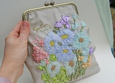 Ribbon Embroidered handbag Daisy embroidered evening bag wedding flower bag antique purse with handle kiss lock purse frame Embroidery Purse, Silk Ribbon Embroidery, Unique Purses, Unique Bags, White And Blue Flowers, Frame Purse, Floral Ribbon, Flower Bag, Ribbon Work