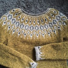 Billedresultat for telja sweater Fair Isle Knitting Patterns, Knit Patterns, Icelandic Sweaters, Nordic Sweater, Knit Basket, How To Purl Knit, How To Make Clothes, Hand Dyed Yarn, Knitting Projects
