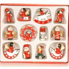 12-delige kerstboom versiering van hout. Kleine schattige ornamentjes van hout voor in de kerstboom tijdens de feestdagen. Het formaat van de figuurtjes is ongeveer 4 cm.