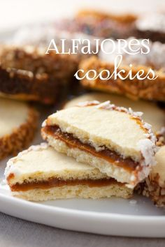 PERU Alfajores {AKA Dulce de Leche Sandwich Cookies}…these are fabulous dipped in chocolate Cookie Desserts, Just Desserts, Cookie Recipes, Delicious Desserts, Dessert Recipes, Cookies Receta, Yummy Cookies, Yummy Treats, Sweet Treats