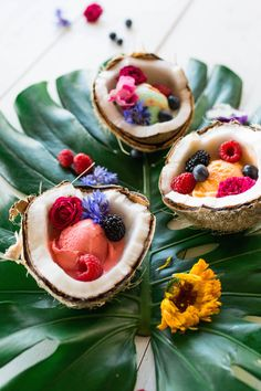 how to make a coconut bowl - click through for the step-by-step video! Açai Bowl, Good Food, Yummy Food, Yummy Lunch, Coconut Bowl, Aesthetic Food, Cream Recipes, Smoothie Bowl, Food Presentation
