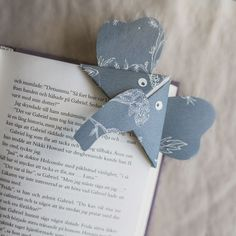DIY Wallpaper Bookmarks – Perfect for bookworms!