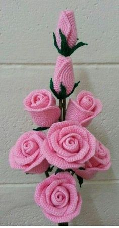 Gorgeous crochet roses: diagram - The Crocheting Place Gorgeous crochet roses - would love to make any of these but no patterns written in English - diagrams provided but unable to read Rosas a crochet rose, crochet, can be a nice d This post was dis Roses Au Crochet, Crochet Puff Flower, Crochet Flower Tutorial, Crochet Flower Patterns, Crochet Motif, Crochet Flowers, Crochet Stitches, Crochet Daisy, Crochet Bouquet