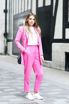 What London Girls Have Really Been Wearing This Month Street Style Summer, Street Style Looks, London Summer, London Girls, Colored Pants, London Street, Summer Trends, Fashion Pictures, Playing Dress Up