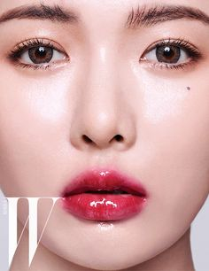 Fashion magazine 'W Korea' recently got up close and personal with HyunA for a gorgeous pictorial!The pictorial accentuates sensual, bold ma… Korean Makeup Look, Korean Beauty, Simple Makeup, Natural Makeup, Makeup Trends 2018, Asian Make Up, Korean Artist, Up Girl, Beauty Make Up