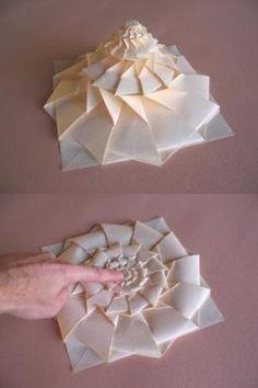 Origami Maniacs: Origami Flower Tower.  Uau!  Um monte de trabalho, e um pouco confuso, mas muito legal !!!  Eu acho que eu poderia tentar ... por Divonsir Borges