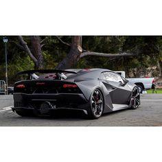 Epic Lamborghini Sesto Elemento