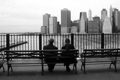 park benches at Brooklyn Heights with lower Manhattan skyline Nyc Skyline, Manhattan Skyline, Lower Manhattan, Park Benches, Brooklyn Heights, New York City, Relax, Outdoor Decor, Pictures