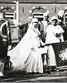 Koningin moeder Emma en Koningin Wilhelmina (NL)