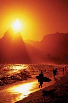 Pôr-do-sol .. Ipanema .. surf ... cariocas!