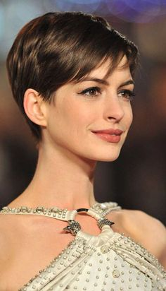 Short haircut and style ideas for women with fine hair. If you like wearing your fine hair short, check out this list of chic new short hairstyles for fine hair Haircuts For Fine Hair, Short Pixie Haircuts, Cute Hairstyles For Short Hair, Pixie Hairstyles, Punk Pixie Haircut, Poxie Haircut, Chic Haircut, Very Short Hair, Short Hair Cuts