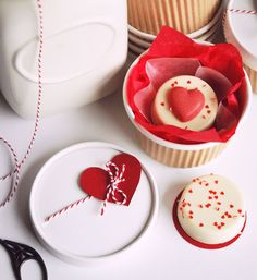 The TomKat Studio: Adorable Treat Packaging :: Valentine's Day Ideas Valentine Day Cupcakes, Valentines Day Treats, My Funny Valentine, Vintage Valentines, Love Valentines, Chocolate Art, Chocolate Covered Oreos, Chocolate Covered Strawberries, Cute Teacher Gifts