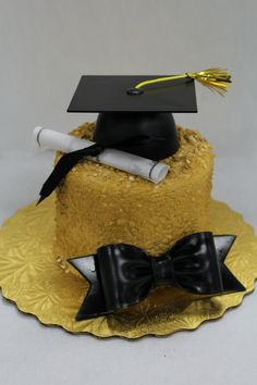 Graduation Cake! 🎓 Graduation Cake, Custom Cakes, Cake Decorating, Birthdays, Party, How To Make, Personalized Cakes, Personalised Cake Toppers, Birthday