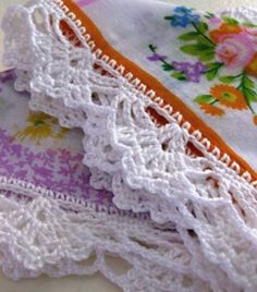 If you looking for a great border for either your crochet or knitting project, check this interesting pattern out. When you see the tutorial you will see that you will use both the knitting needle and crochet hook to work on the the wavy border. Picot Crochet, Crochet Lace Edging, Crochet Motifs, Crochet Borders, Thread Crochet, Crochet Trim, Love Crochet, Beautiful Crochet, Diy Crochet