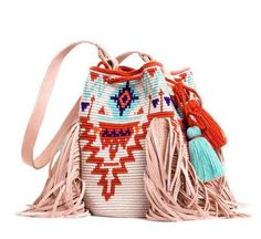 Möchi was born in early 2016 with the sole objective of promoting & commercializing handmade goods of artisans from the Colombian coast across the globe. Tapestry Bag, Tapestry Crochet, Diy Tote Bag, Reusable Tote Bags, Mochila Crochet, Ethnic Bag, Boho Bags, Crochet Purses, Crochet Bags
